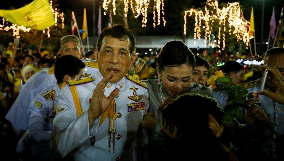 Thailands König Maha Vajiralongkorn bei einem Auftritt in Bangkok im November: Steuergelder für ein Luxusleben