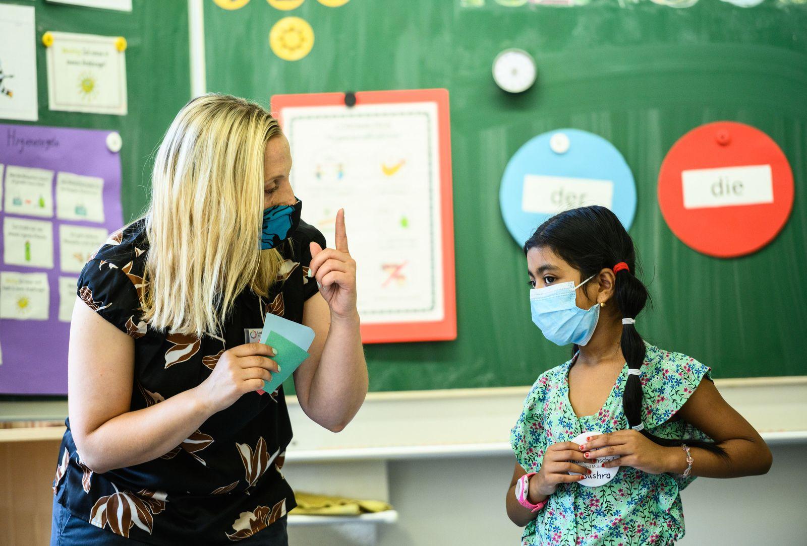 Kultusminister besucht Grundschul-Sommercamp