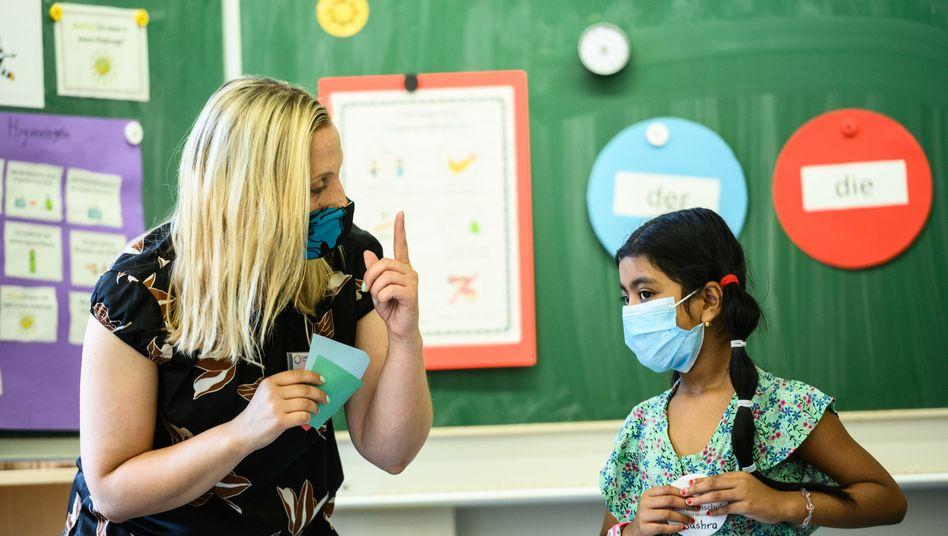 Unterricht mit Maske während eines sogenannten Sommercamps in Hessen