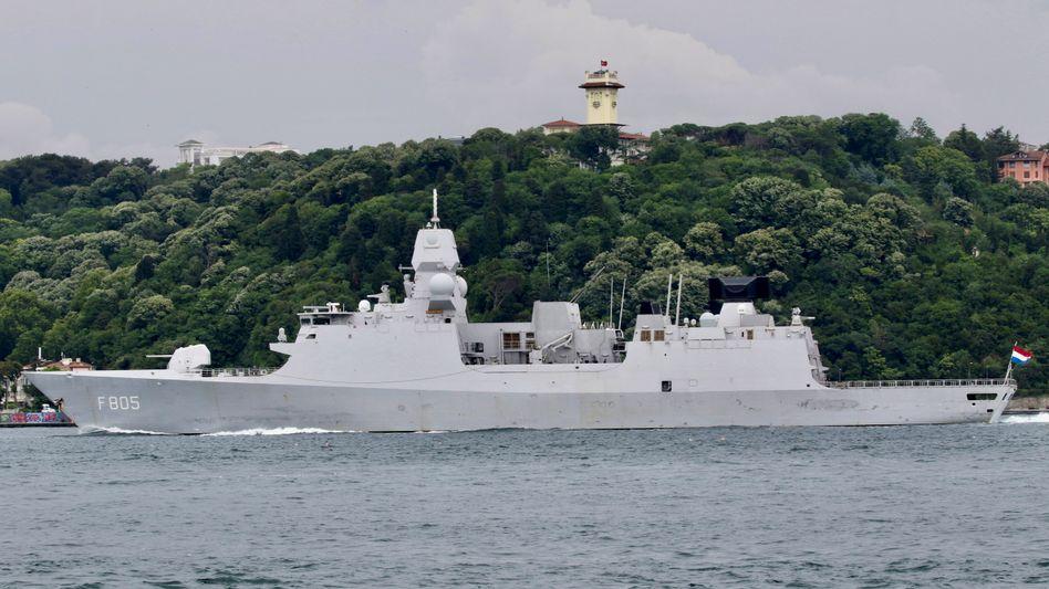Fregatte »HNMLS Evertsen« auf dem Weg ins Schwarze Meer (am 14. Juni)