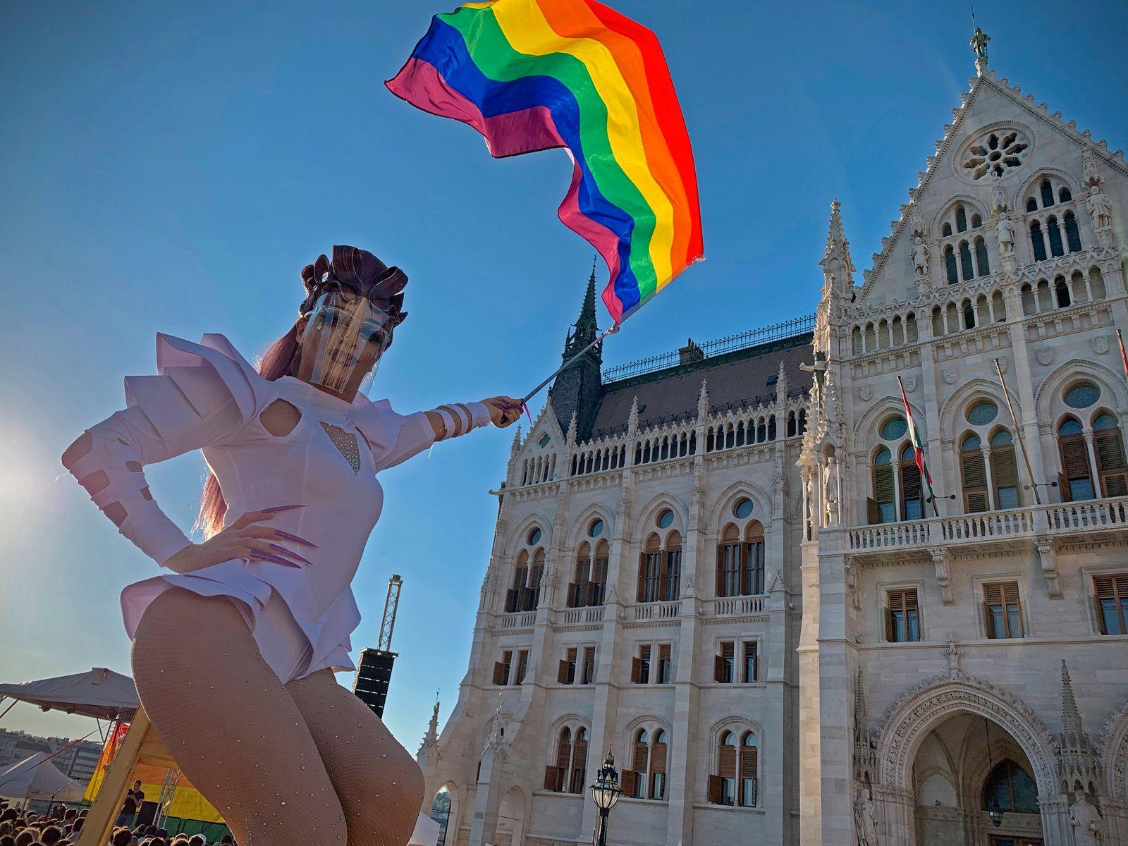 Demonstration gegen homofeindliches Zensurgesetz in Budapest