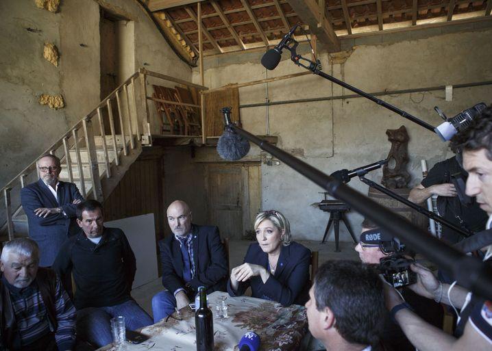 Rechtspopulistin Marine Le Pen bei einem Wahlkampfauftritt in Loubersan
