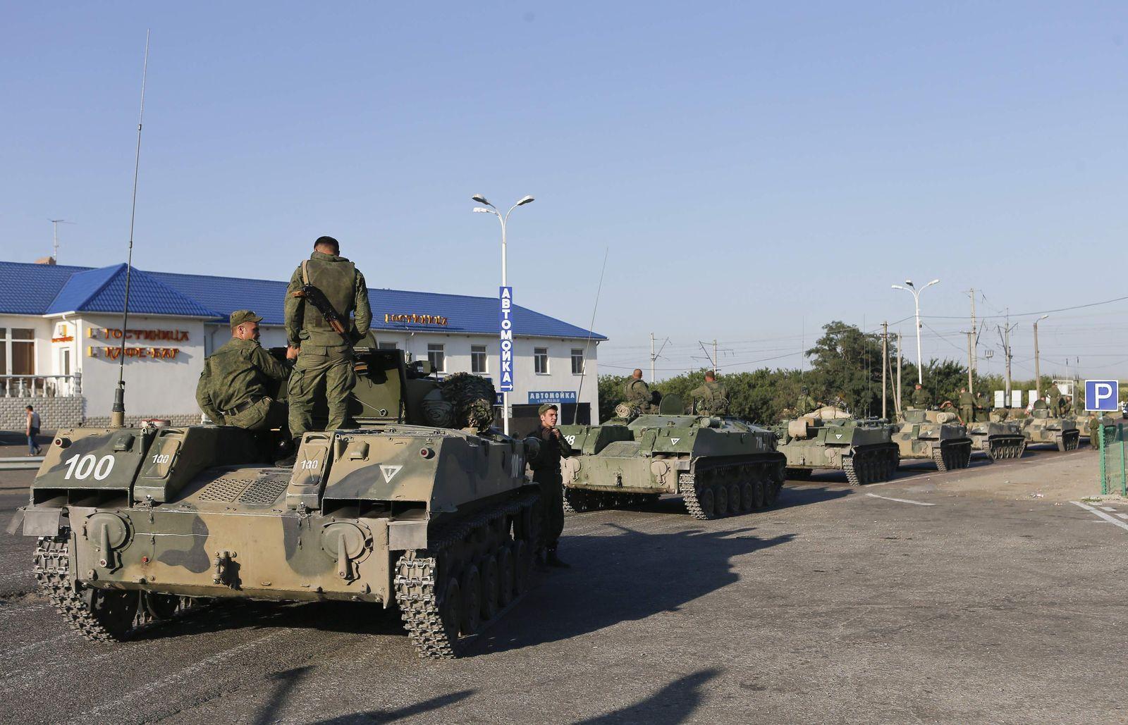 Russland/ Ukraine/ Truppentransporter