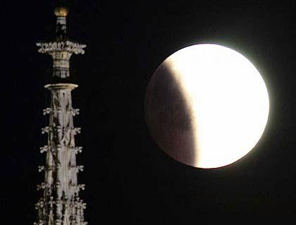 Mondfinsternis 2003 über Wien: Das neue Jahr beschert den Europäern zwei weitere lunare Eklipsen