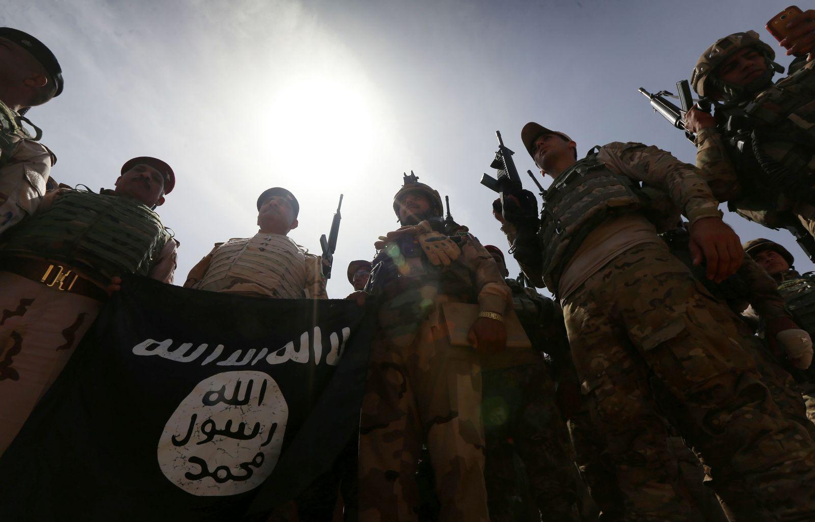 Irakische SOldaten / IS-Flagge