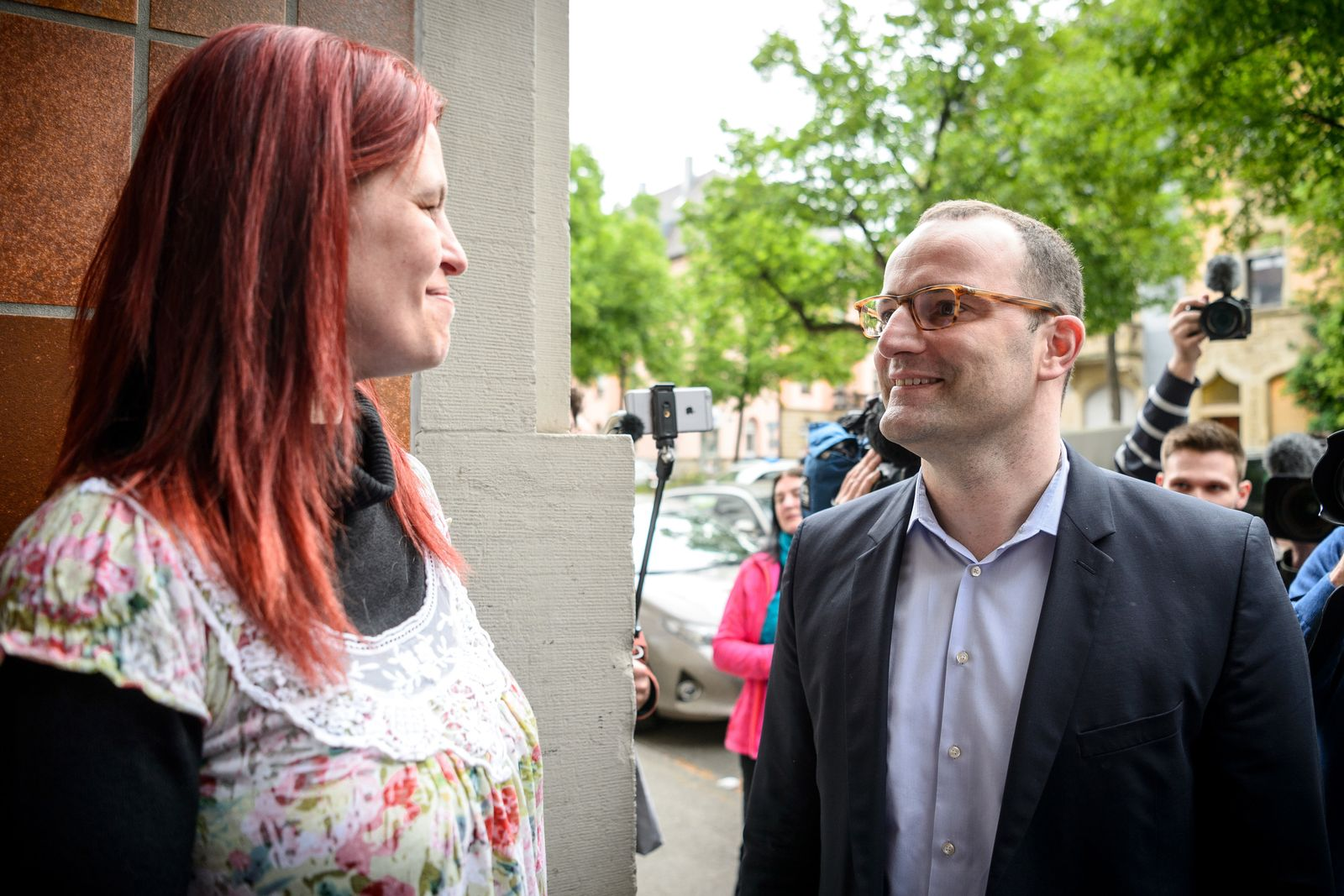 Jens Spahn trifft Hartz IV-Kritikerin Sandra Schlensog