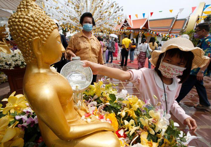 Thailand kämpft zu Beginn des Neujahrsfestes Songkran mit einem Corona-Ausbruch
