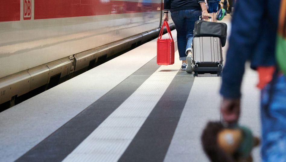 Berliner Hauptbahnhof (Archiv): Reisende wollen wenig umsteigen und günstige Tickets