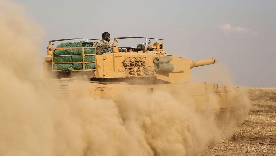 Türkischer Soldat an der Grenze zu Syrien: 150 Stunden hatten die Kurden zum Abzug