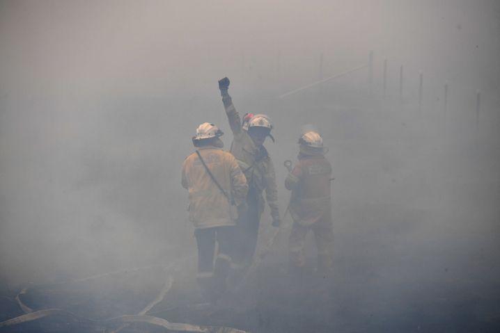 Feuerwehrleute im Einsatz nahe Canberra: Die Gefahr ist noch längst nicht gebannt