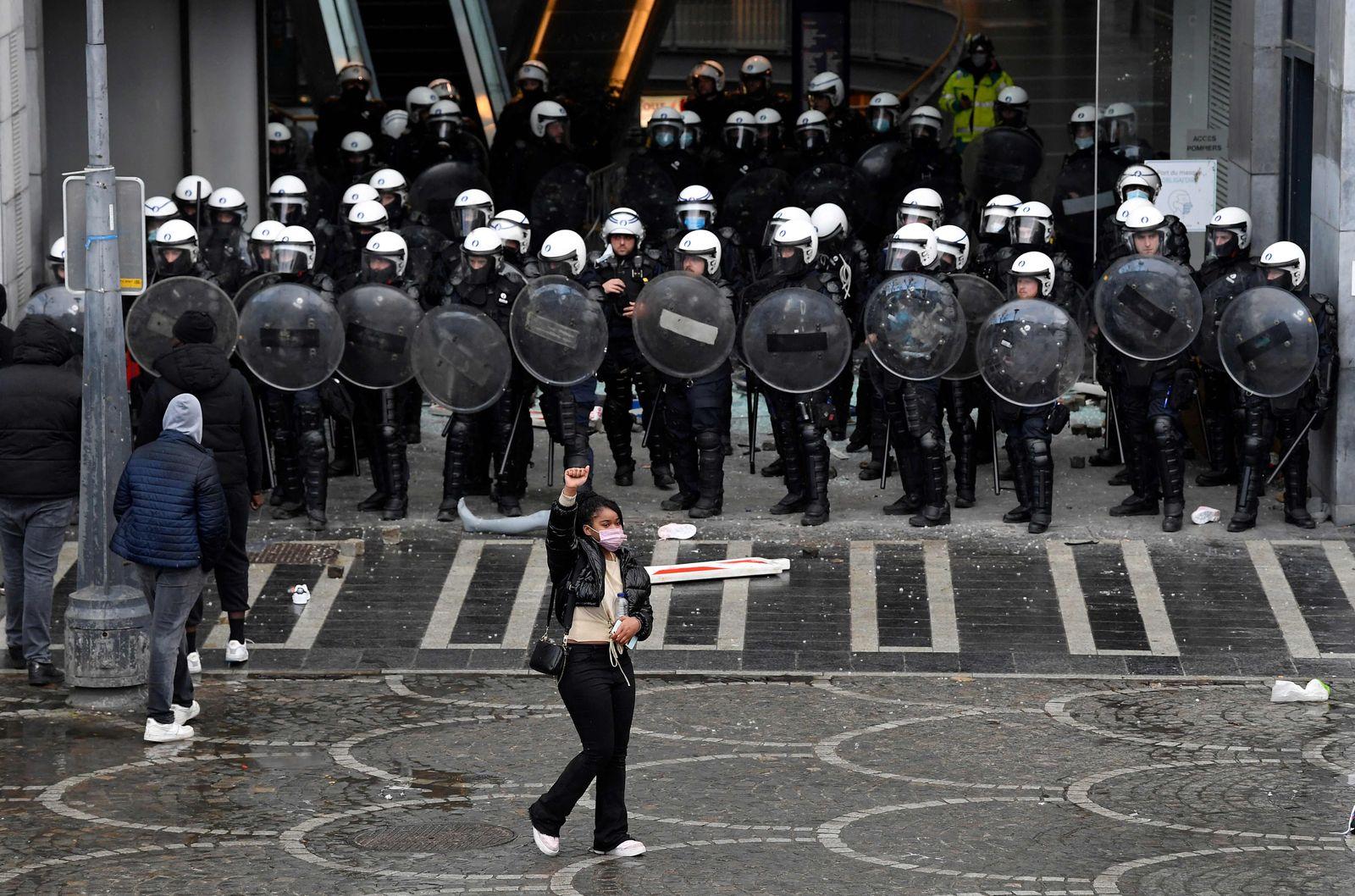TOPSHOT-BELGIUM-POLICE-DEMO