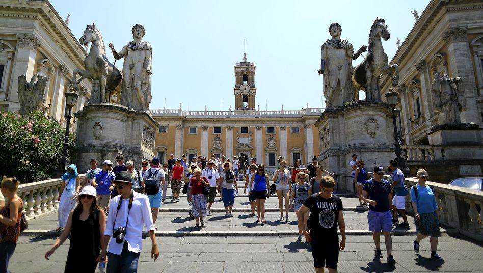 Touristen vor dem Kapitol in Rom: Rücksicht auf Rohani