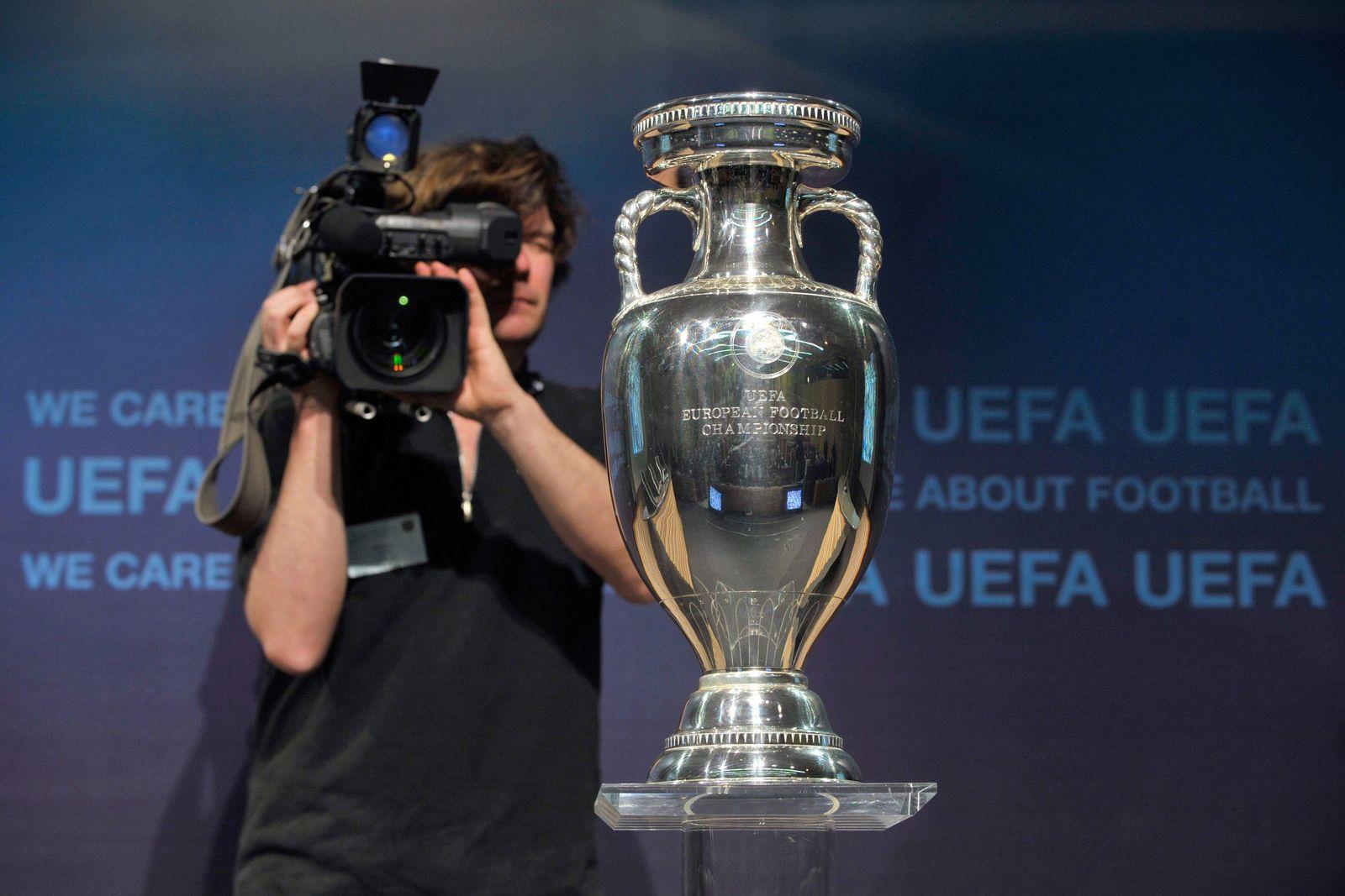 Fußball-EM 2016 - Pokal