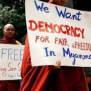Protestierende Mönche: Demokratie für Burma