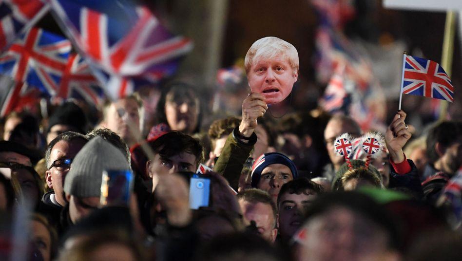 Brexit gemacht - und wie weiter? Britische Medien halten eine enge Handelsbeziehung mit der Union für möglich. Oder deren Gegenteil