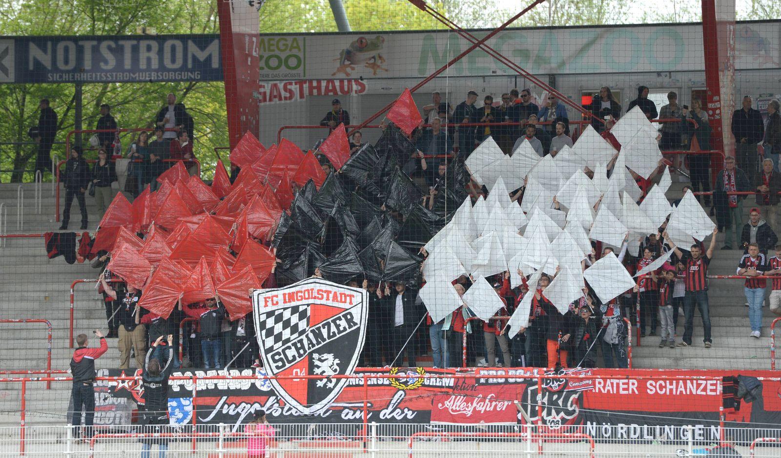 EINMALIGE VERWENDUNG 1. FC Union Berlin vs FC Ingolstadt 04/ Fans