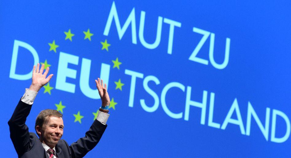 """AfD-Chef Lucke wollte nur mit """"gemäßigten"""" Parteien im Europaparlament zusammenarbeiten. Gilt das noch?"""