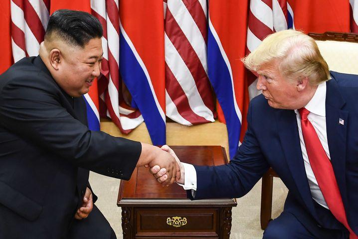 Nordkoreas Machthaber Kim Jong Un und US-Präsident Donald Trump bei einem Treffen im Juni