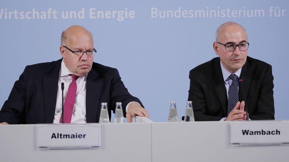 Kommissionschef Wambach (r.), Wirtschaftsminister Altmaier (Juli 2018): Regeln für langfristig funktionierenden Wettbewerb