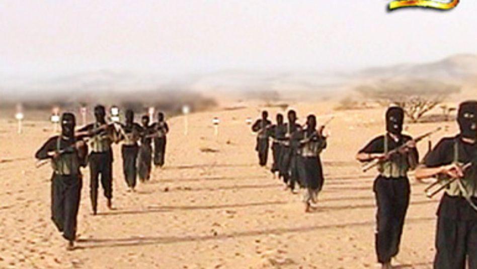 Dschihadisten beim Training: Alte Kontakte. neue Rekruten