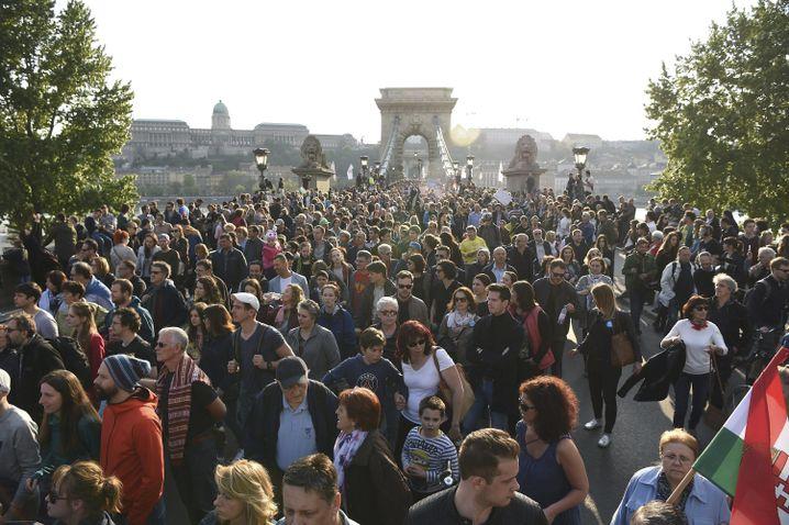 April 2017: Demonstranten protestieren gegen Pläne, die CEU in Budapest zu schließen