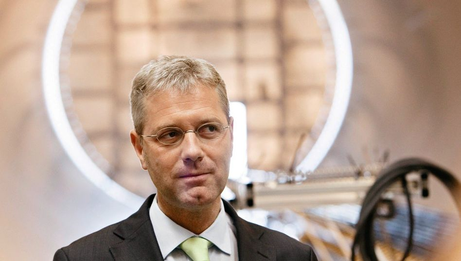 CDU-Mann Röttgen bei Windkraftfirma Ambau in Cuxhaven