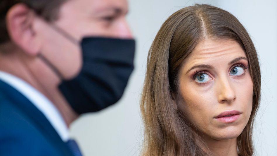 Influencerin Cathy Hummels bei einer früheren Verhandlung im Rechtsstreit um Schleichwerbung