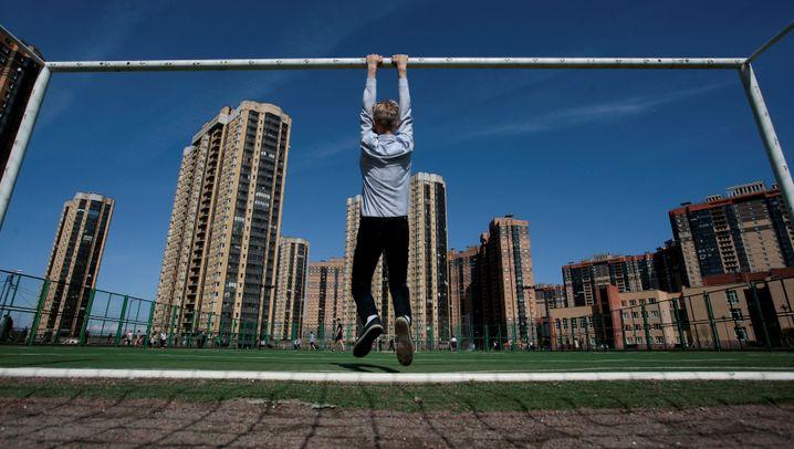 Bolzplätze in Russland: Tribünen aus Stroh, Tore ohne Netz, Ziegen als Keeper