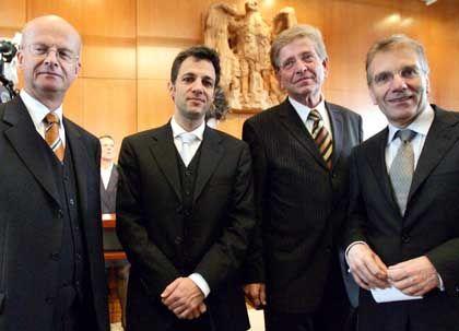 Siegesgewiss in Karlsruhe: Von links die Minister Peter Frankenberg (Baden-Württemberg), Jörg Dräger (Hamburg), Thomas Goppel (Bayern) und Jürgen Schreier (Saarland)