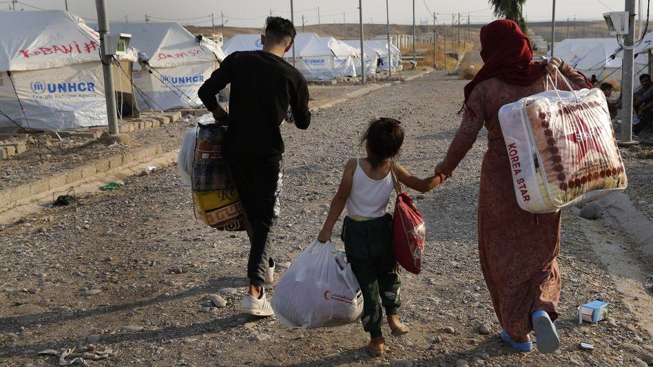 """Syrische Familie auf der Flucht (Symbolfoto): """"Und nachmittags kamen die türkischen Bomber"""""""