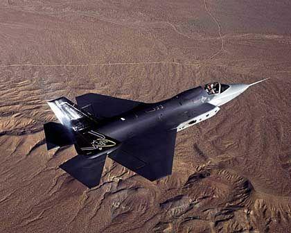 Zukünftiges Kampfjet der US-Truppen: Testflug des Joint Strike Fighters von Lockheed über Kalifornien