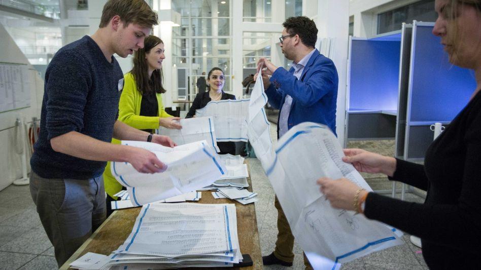 Stimmenauszählung nach einer Wahl in Den Haag (2015)