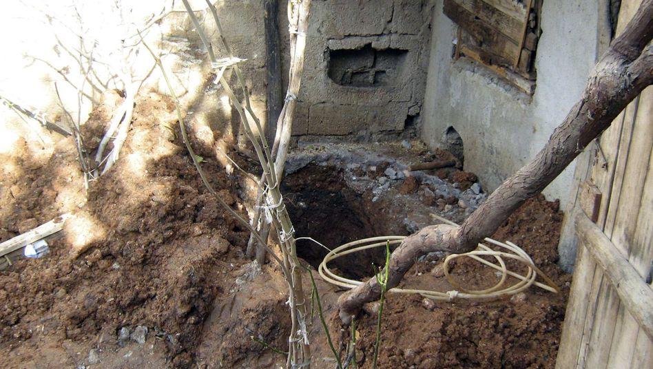 Das Loch, in dem Medine M. begraben war: Vater droht lebenslange Haft