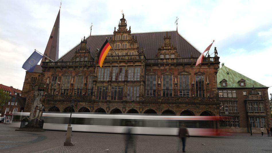 Bremer Rathaus: Unter 1035 Euro gilt man als arm