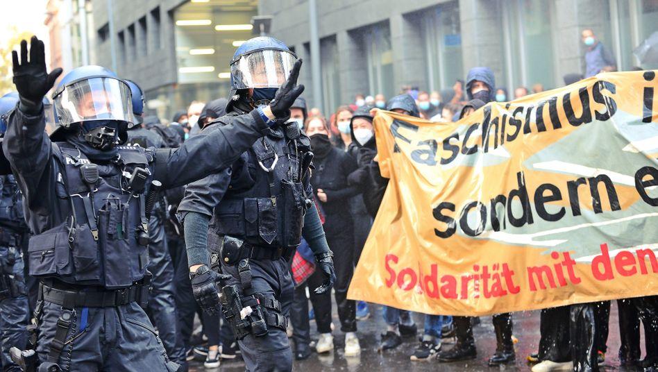 Szene von einer »Querdenken«-Demo in Frankfurt