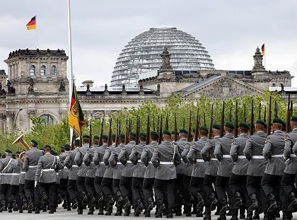 Soldaten des Wachbataillons in Berlin: Repräsentativer Einsatz
