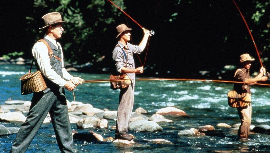 """Sich erstmal ein schönes Buch angeln (Szene aus """"Aus der Mitte entspringt ein Fluß"""")"""