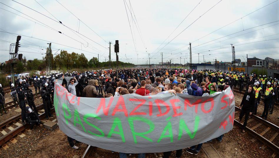 Frankfurter Ostbahnhof: Demonstranten verhindern NPD-Demo