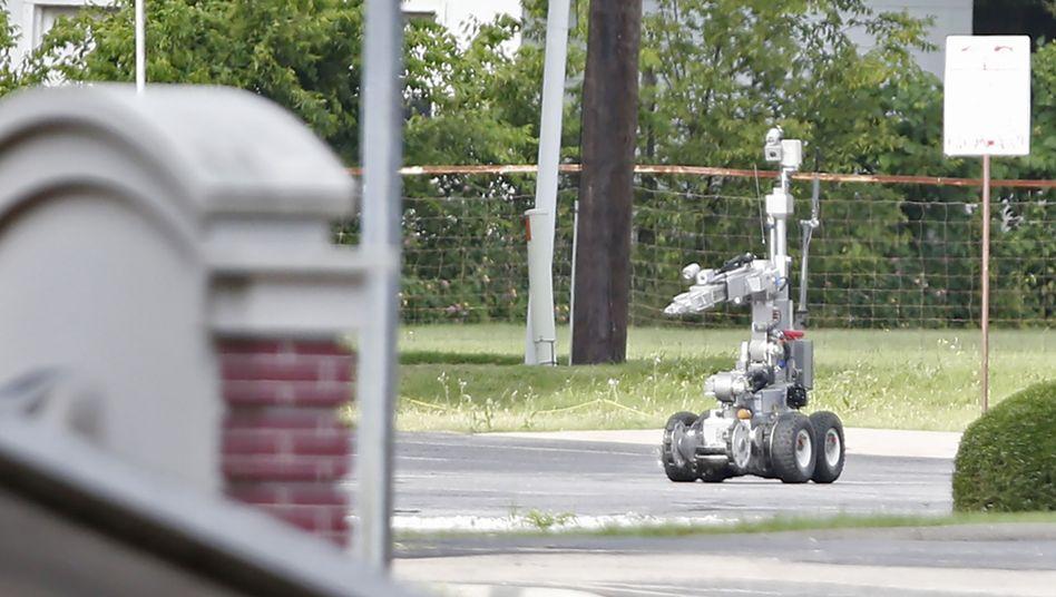 Polizeiroboter (Archivbild 2015): Dieses Gerät soll Sprengstoff sichern