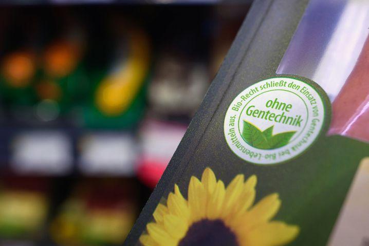 """""""Ohne Gentechnik""""-Siegel auf einer Packung Wiener Würstchen"""