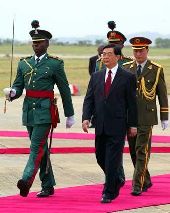 Chinas Präsident Hu in Nigeria: Hilfe für Afrika bis 2009 verdoppeln