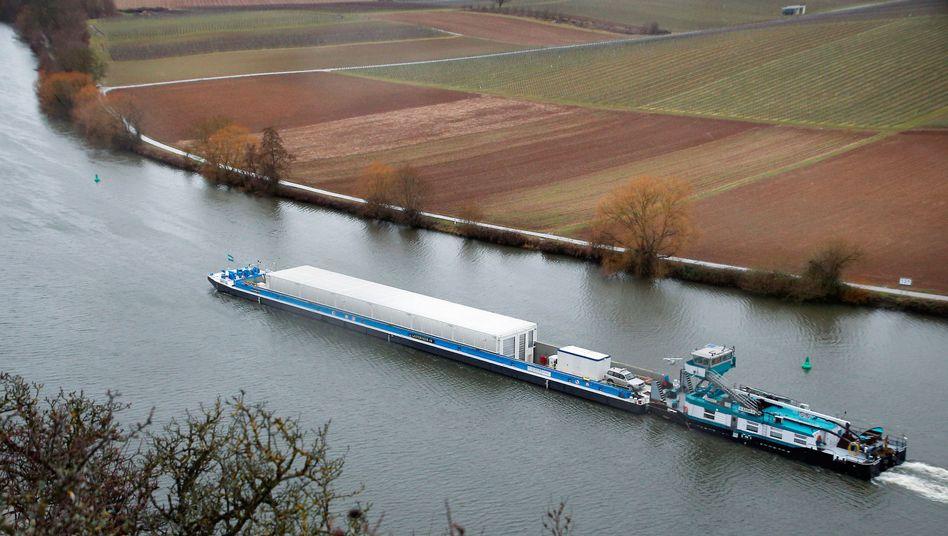 Testfahrt mit leeren Castor-Behältern auf Neckar im Februar 2017
