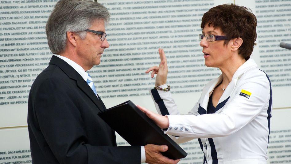 Ministerpräsidentin Kramp-Karrenbauer (bei der Vereidigung): Große Koalition im Saarland