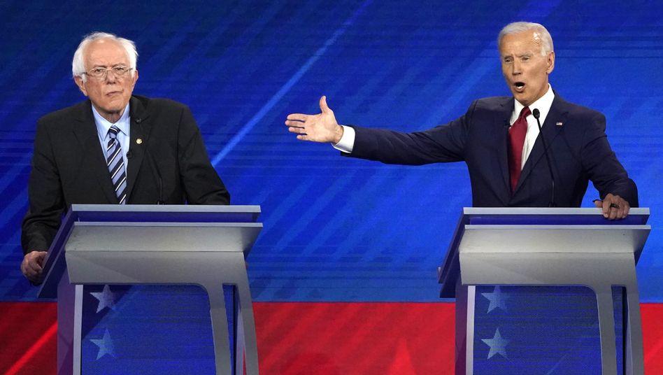 Joe Biden (r.) und Bernie Sanders: Einer der beiden hatte nicht den besten Tag