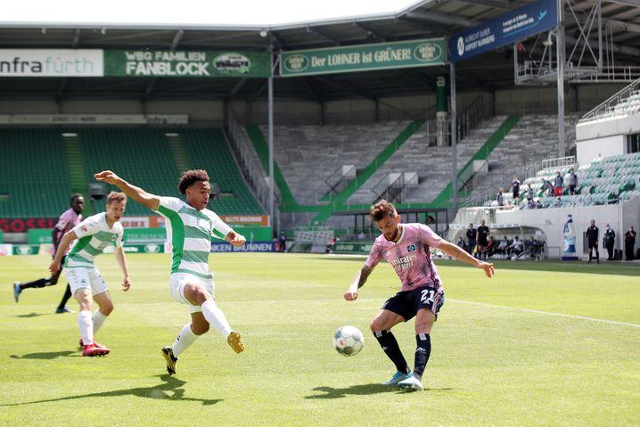 Im ersten Spiel nach der Corona-Pause gegen Greuther Fürth bereitete Leibold mit einer Flanke den Ausgleich durch Joel Pohjanpalo (41. Minute) vor