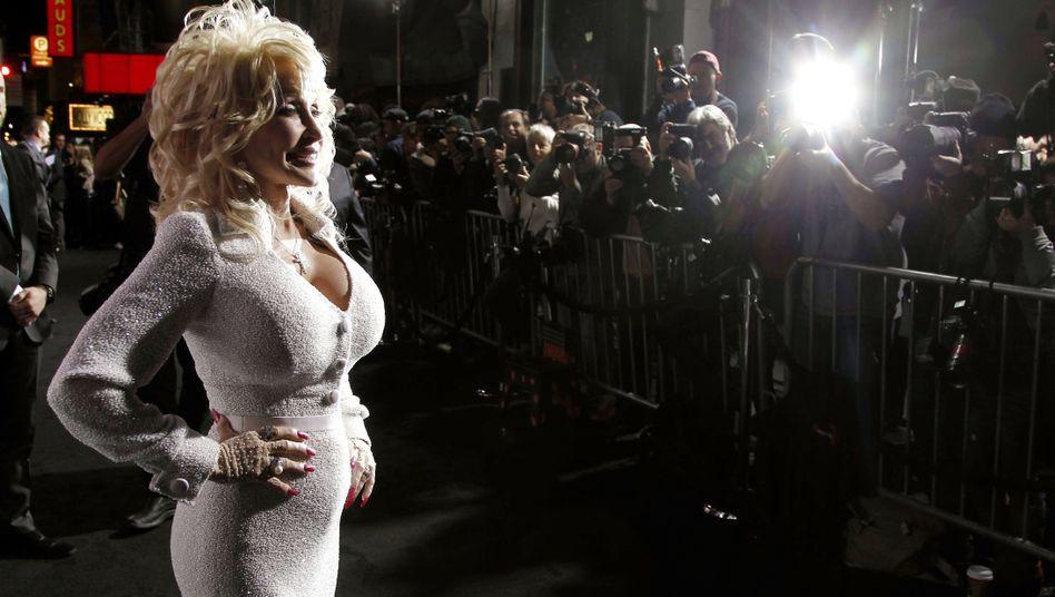 Dolly Parton im Januar 2012 bei einer Filmpremiere in Los Angeles