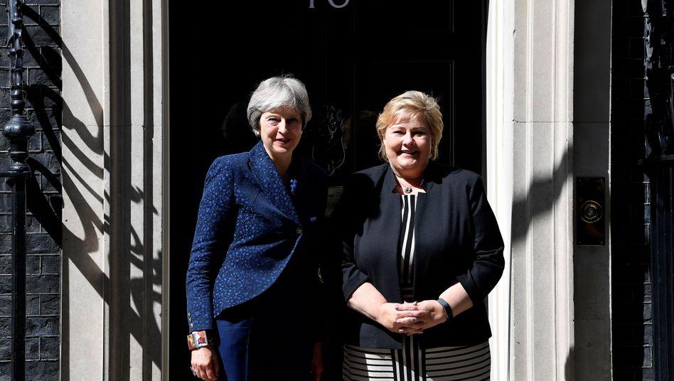 Theresa May und Erna Solberg im Sommer 2018
