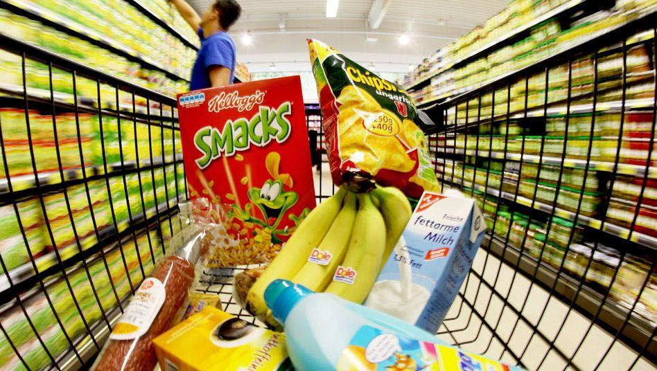 Einkaufswagen im Supermarkt: Werbeslogans im Visier