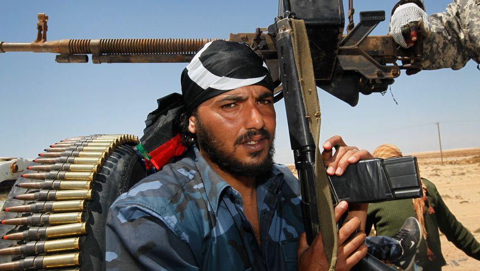 Libysche Rebellen in Adschdabija: Sollen sie mit Waffen und Munition versorgt werden?