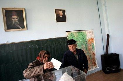 An elderly couple cast their votes in Vladimirovac.